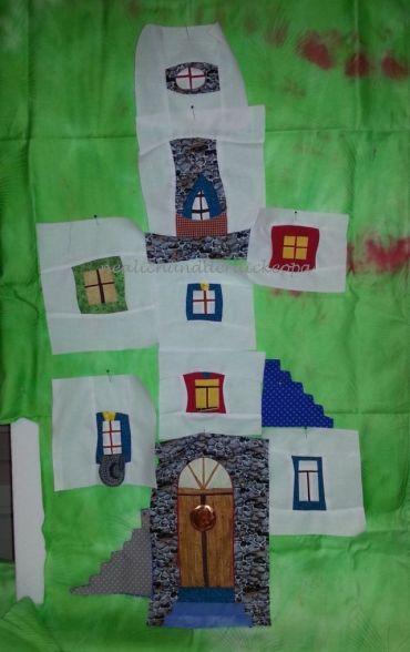 Fenster und eine Tür mit Treppen